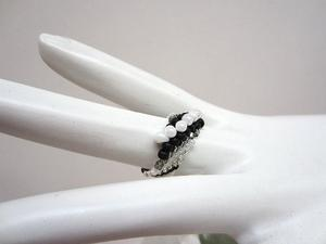 Hand Beaded Ring Black White Wave Pattern Size 6